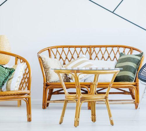 Salon à l'ambiance géométrique et tropicale